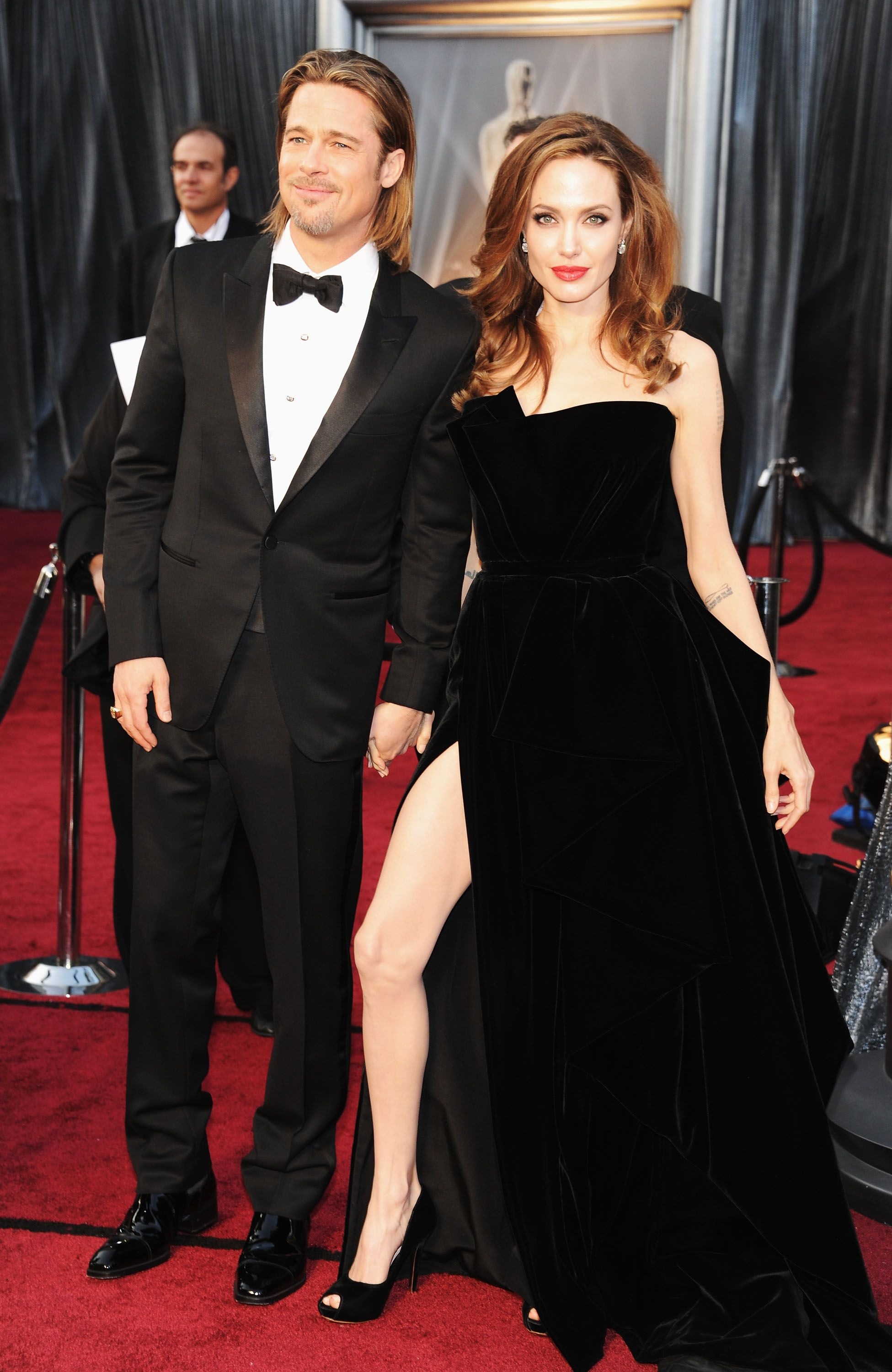HOLLYWOOD, CA - FEBRUARY 26: Actors Brad Pitt and Angelina Jolie arrive at the 84th Annual Academy Awards held at the Hollywood & Highland Center on February 26, 2012 in Hollywood, California. (Photo by Kevin Mazur/WireImage)