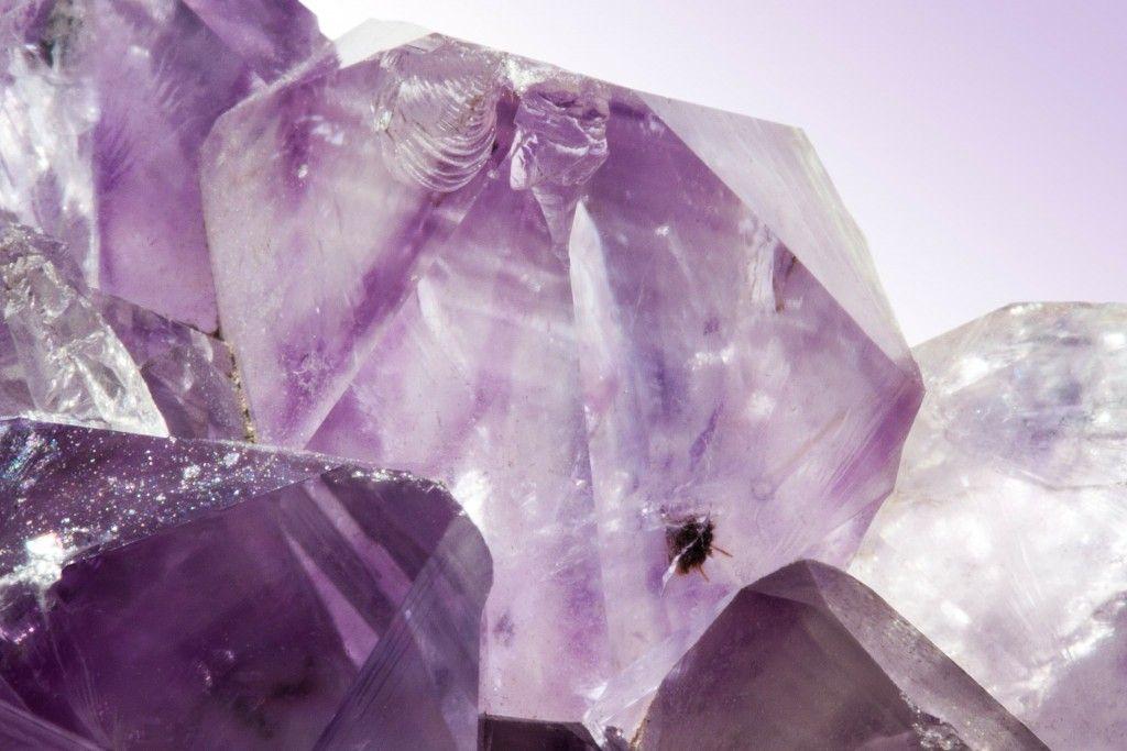 結婚記念日に愛情の石をプレゼント! 2月の誕生石アメジストってどんな宝石?