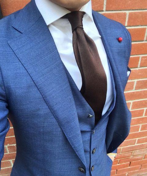 コーディネート例14:ネイビースーツ×レーヨンタイの着こなし