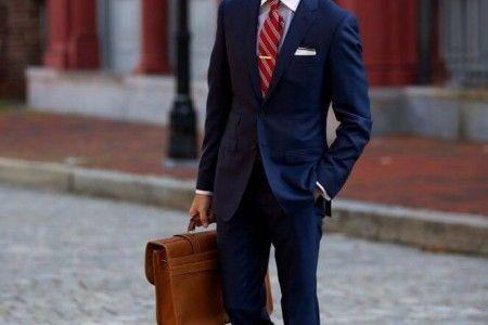 コーディネート例4:ネイビースーツ×レッドの着こなし