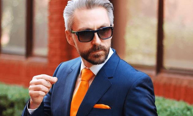 ・コーディネート例7:ネイビースーツ×オレンジの着こなし