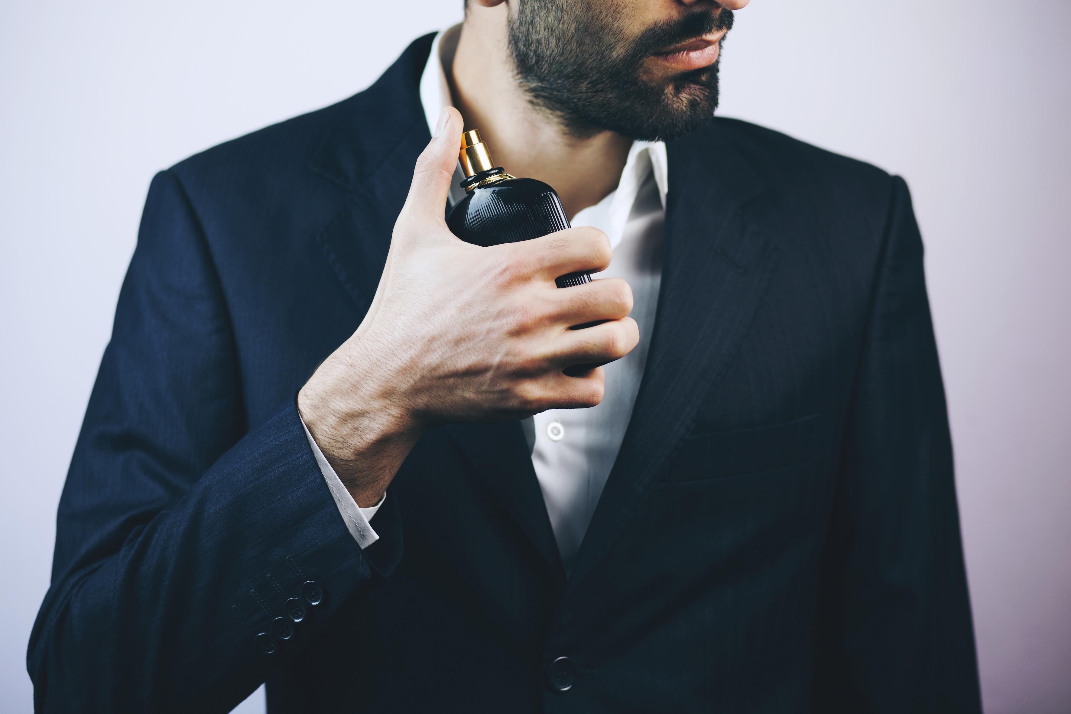 ビジネスシーンでの香水の付け方