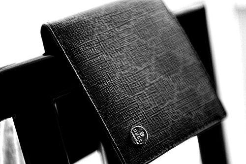 b3d00374aab1 変化するブランド、グッチのメンズにオススメな財布10選   メンズ ...