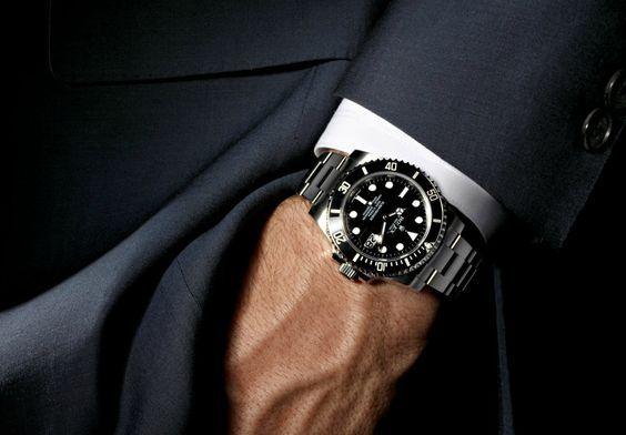 スーツに合わせるならコレ!年代別オススメ腕時計ブランドを厳選