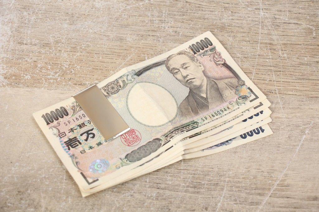 紙幣を折らずに挟むパターン