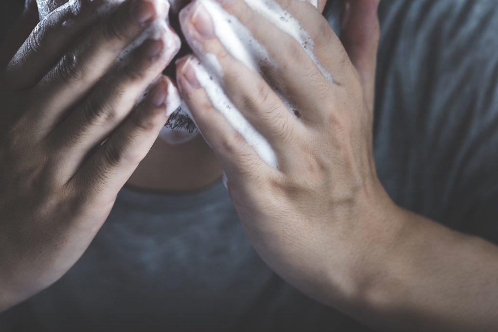 メンズスキンケアの基本手順その1:洗顔
