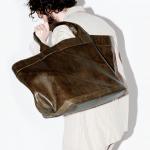 吸い付くような肌触りが絶品!アニアリのバッグの魅力とおすすめバッグ8選
