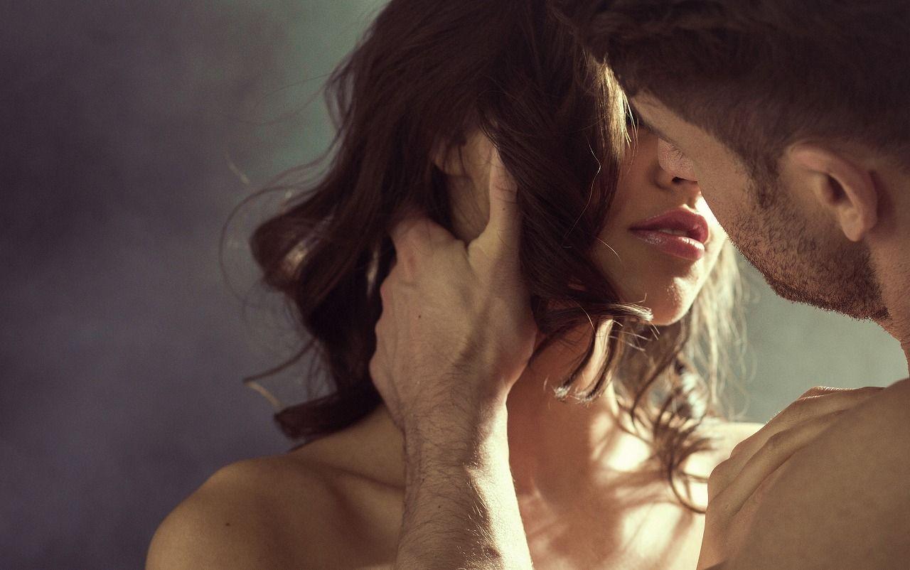 男性の匂いを嗅ぐ女性