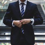 スーツの寿命はどのくらい?傷む原因と寿命を延ばすお手入れ方法を解説!