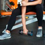 上腕三頭筋をダンベルで鍛える筋トレメニューを大公開!腕を太くする方法とは?